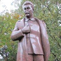 """Взгляд из парка """"Музеон""""... Сталин :: Владимир Павлов"""
