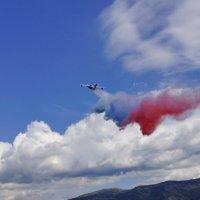 Сброс триколора, самолёт БЕ-200 :: Kamyshlov Victor