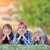Три девицы на траве :) :: Юлия Масликова