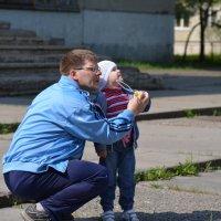 с папой весело гулять :: Ольга Русакова