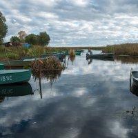 Лодки на озере Неро :: Alexander Petrukhin