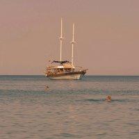 Плывёт , плывёт кораблик. :: Мила Бовкун