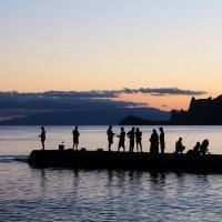 Рыбаки на закате :: Марина