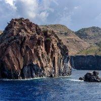 На подступах к острову Вулькано... :: Виктор Льготин