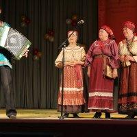 Трио и гармонист :: Наталья Золотых-Сибирская