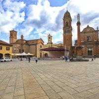 Провинциальная площадь старого городка :: M Marikfoto