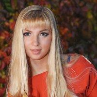 Девушка в красном :: Лариса Кайченкова