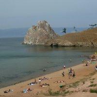 Пляж с юго-восточной стороны скалы Шаманки :: Галина