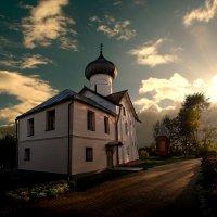 На рассвете в бывшем монастыре :: Павел