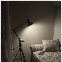 Планшет на мягком диване :: Валерьян Бек (Хуснутдинов)