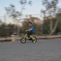 Мальчик на велосипеде :: Kristina Suvorova