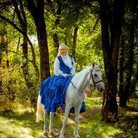 Наездница в лесу :: Ростислав Уханов