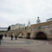 Начало улицы Баумана со входом в южный вестибюль станции метро «Кремлёвская» :: Елена Павлова (Смолова)