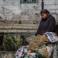 Старушка и сумки :: Artem Zelenyuk