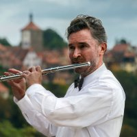 Уличный музыкант. :: Eduard .