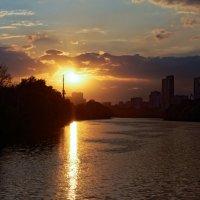 Закат над Москвой-рекой :: Константин Косов