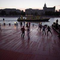 Танцы на набережной - 1 :: Руслан Гончар