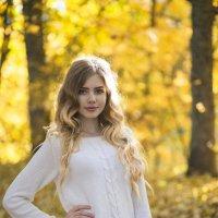 Осенняя Ксюшенька :: Женя Рыжов