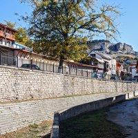 Прогулка по старым улочкам вдоль высохшей реки :: Юрий Яловенко