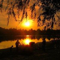 последний теплый вечер этой осени :: Александр Прокудин