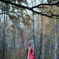 Девушка в красном :: Мария Данилейчук