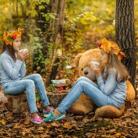Две сестры в осенем лесу :: Ольга Невская