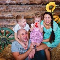Семейная фотосессия в студии Самары :: марина алексеева
