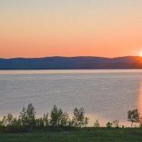 Восход над озером. :: юрий Амосов