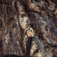 Девушка в черном на скалах :: Ольга Невская
