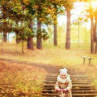 осень, девочка и самокат :: Tatsiana Latushko