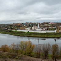Старица. Вид на Успенский монастырь с вала древнего городища :: Alexander Petrukhin