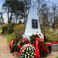 похоронены ленинградские дети, погибшие на станции Тихвин осенью 1941 года :: Сергей Кочнев