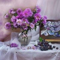 Пленяют сердце хризантемы... :: Валентина Колова
