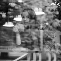 Девушка в кафе :: Алена Зингер