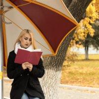 Девушка с книгой :: Anton Shumaev
