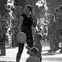 волшебный фонтан.. :: Ирина Сивовол