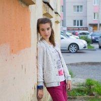 Подросток на прогулке :: Юлия Николаева