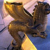 По периметру  фонтана Большой казан стоят маленькие Зиланты :: Елена Павлова (Смолова)