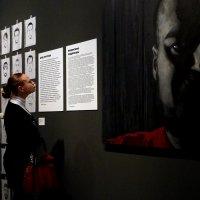 Глаза и руки на выставке :: Валерий Чепкасов