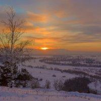 Последний луч заходящего за горизонт солнца :: Анатолий Иргл