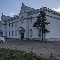 Белый домик у платформы Белокаменная :: Яков Реймер