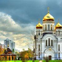 Вид на Храм Святого Праведного Иоанна Кронштадтского :: Владислав Касатик
