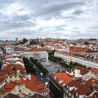 Вид на Лиссабон и площадь Россио с площадки лифта Санта Жушта :: Ирина Лепнёва