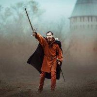 Рыцарь на фоне Смоленской крепостной стены :: Ксения Коша