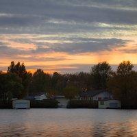 Дом у реки (вариант без HDR) :: Artem Zelenyuk