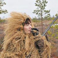 Охотница с манком на гусей. :: Владимир Кочнев