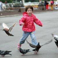 ребёнок и голуби :: Олег Лукьянов