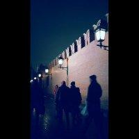 Ночь,улица,фонарь и Кремль :: Виктория Нефедова