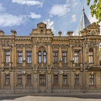 Дом в котором жил и работал врач и антрополог Самуил Абрамович Вайсенберг :: sergey *