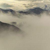 В горах, где танцуют туманы 4 :: Сергей Жуков